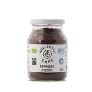 Fairtrade Bio Kaffee Espresso, freigestellt auf weißem Hintergrund im Mehrwegglas.