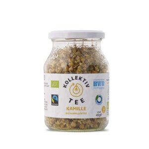 Bio Tee Kamille, CO2 Neutral produziert, freigestellt auf weißem Hintergrund im Mehrwegglas
