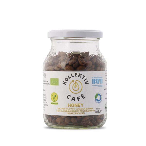 Fairtrade Bio Kaffee Honey, freigestellt auf weißem Hintergrund im Mehrwegglas