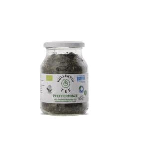 Bio Tee Pfefferminze, CO2 Neutral produziert, freigestellt auf weißem Hintergrund im Mehrwegglas