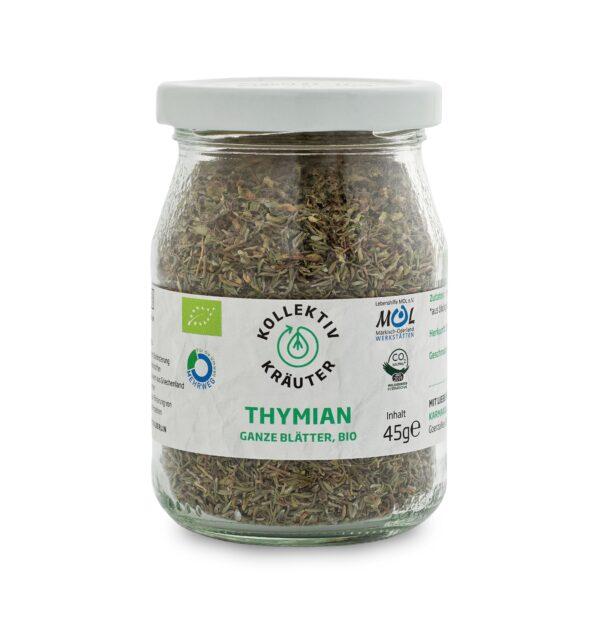 Bio Gewürz Thymian, CO2 neutral produziert, freigestellt auf weißem Hintergrund im Mehrwegglas.