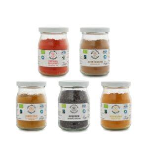 Bio Gewürze Set in Mehrweggläser aus Bio Kräuter der Provence. Curry Mild, Kurkuma, Paprika Edelsüß und Zimt Ceylon.